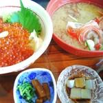 徳造丸 魚庵 - いくら丼 2200円 (お味噌汁変更)