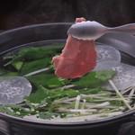 Ramu Tokyo - <しゃぶしゃぶ>でこぽんのポン酢でさっぱりと。焼肉、刺身とはまた違った馬肉の魅力を味わえます。