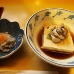 炉ばた しらかば - 料理写真:付き出しの「氷頭なます」&「牡蠣豆腐」