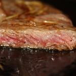 マルシゲ - サーロインジンジャステーキ断面ミディアム 美味しい!