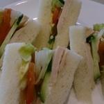 喫茶室ルノアール - ローストチキンサンドウィッチ610円