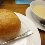 キッチンミルポワ - パンもバリバリで美味し~♪