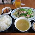 中華料理 龍馬 - ニンニク芽と豚肉(塩)定食