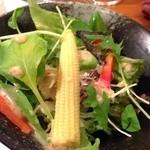 神戸牛すてーき 健 - 新鮮な野菜サラダもうんまぁ〜♫