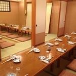 北の味 海来 - 普段は襖を入れて四室に区切られた部屋は人数に合わせて調整いたします。