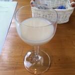 醗酵カフェあおげん酵房 - 食前酒ではなく、食前の発酵したヤクルトみたいなドリンク