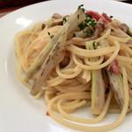 タボーラ タパス - Cランチ、まこもたけ、きのこ、ベーコンのスパゲティ(オイルベース)