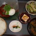 旬菜 さい藤 - 日替わりランチ(819円)の煮込みハンバーグ。私のお気に入りです。
