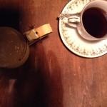 エセルの中庭 - コーヒー 黄ポット