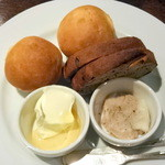 パピエドレ - お通しの自家製パン、豚のリエット、マスカルポーネ&蜂蜜@400円