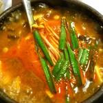 21833671 - オアシス @西葛西 石鍋でグツグツ煮え立つ純豆腐チゲ