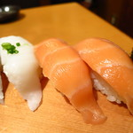 寿司・居酒家 海福 - サーモン(1個)100円