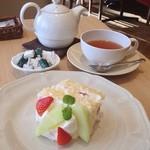 アフタヌーンティー・ティールーム - 苺とメロンのショートケーキとラ・フランスダージリン