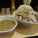 21842154 - つけ麺(大)細切れ肉トッピング&野菜・ニンニク・脂多め