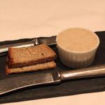ラ・ブランシュ - 豚のリエット と パン ド カンパーニュ