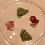 ラ・ブランシュ - アミューズ (玉葱のコンフィ ハーブのゼリーかけ、千代幻豚ハム)