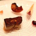 ラ・ブランシュ - フォアグラのソテー に 蕪のピクルス、林檎のソテー、ネクタリン、ベリーのソース添え