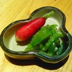 いろり割烹 稲穂 - 香の物、こけし大根、高菜