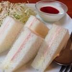 ピュール - 料理写真:いろんなモーニングの中で、サンドをチョイス