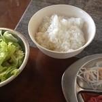 21849176 - ご飯とサラダ