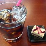 K+ - 食後のアイスコーヒーとブルーベリームースケーキでした