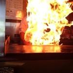 銀華飯店 - 中華鍋からあがる火柱