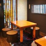 東輝 - 2名様〜ご利用OKのかわいいテーブル席もございます。(※8名様以上で1部屋か仕切りもOK!)