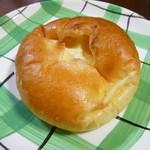 お菓子の郷 ジロー - 料理写真:クリームパン