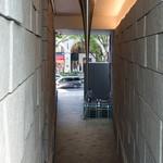 茶洒 金田中 - 店の外の階段から表参道