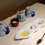 """21852845 - 南空知産特上大豆 """"とよまさり"""" の手作り豆腐用の花塩、山葵、オリーブオイル..."""