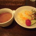 21853963 - セットのスープとサラダ