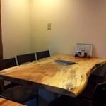 国分寺そば - 一枚板の6人掛けテーブル!このテーブルに独り      (T_T)