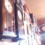 レストランれむの巣 - ほぼ全部可動状態なボンボン時計 一部ハト時計もありました