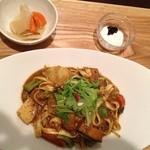 自然派カフェ 米野かりぃ堂 - たっぷり野菜のスパイシーカリー麺・野菜スープとごろごろピクルス・フルーツヨーグルト付き