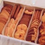ローザー洋菓子店 - 缶かんの中身はクッキー達