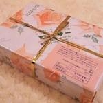 ローザー洋菓子店 - チープな包装紙