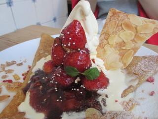 シルクレーム 渋谷店 - 苺のマリネ&マスカルポーネクリームのクレープ