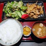 なごみだいにんぐ 飛梅 - 生姜焼き定食