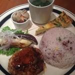 Sign - 豆腐ハンバーグ、15穀米、スープ、茄子、オムレツなど