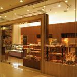 ペストリー&ベーカリーブティック - ホテルメトロポリタン1階にあるケーキとベーカリーのショップ。10時~22時まで営業しているので便利です。