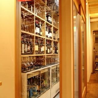 ワインセラーに並ぶ充実のラインナップ