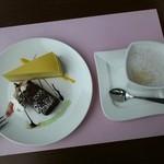 トラットリア アドリアーノ - デザートとカプチーノ