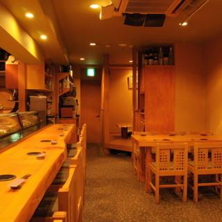 お寿司の定番はカウンター席