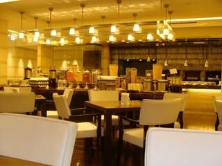 ヴィラッツァ - 店内 ⑤ テーブル席