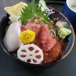 源氏 - ランチメニューから「三色丼」