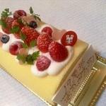 21888491 - はちみつロールケーキ、デコレーション