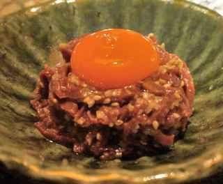 うしごろ 貫 恵比寿本店 - 良い肉を使っているとあって、卵が大きく見える位な小盛り感に溢れていましたが