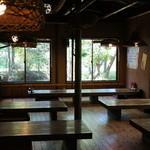 森の味処 なかむら  - 座敷中心で、結構広い店内。