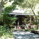 森の味処 なかむら  - 緑の森に囲まれた古民家。