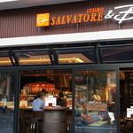 サルヴァトーレクオモ&バール - 昼間からバー利用もでき、いいお感じ。通し営業はありがたい。